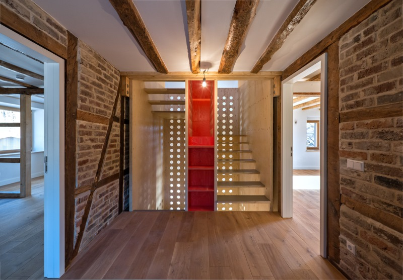 Feldhof in Bachem - eingepasstes Treppenhaus
