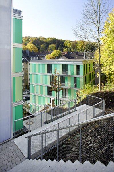 Treppen verbinden die einzelnen Wohnblöcke miteinander