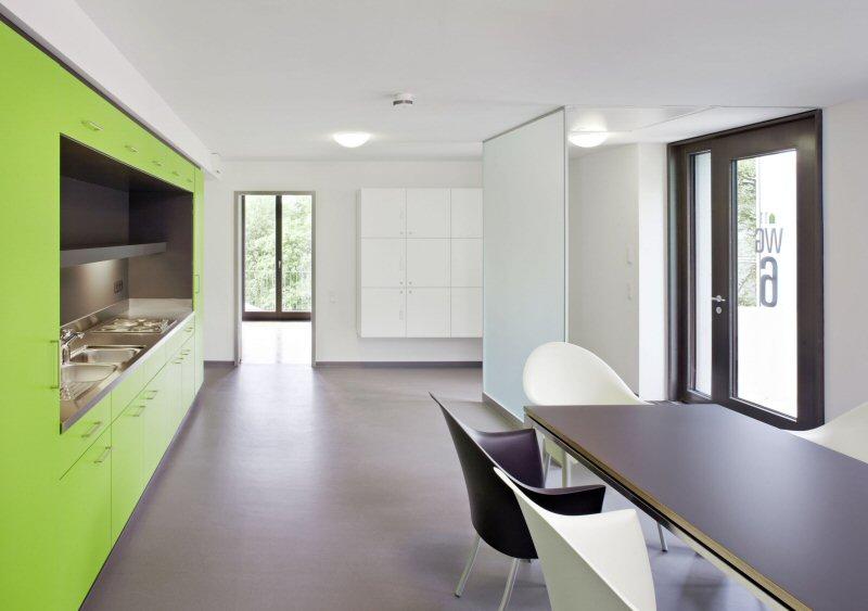 """Innen sind die Räume flexibel gestaltet, so dass sie sich auch zu """"normalen Wohnungen"""" umbauen lassen."""
