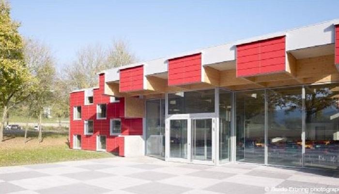 Eingangsbereich und Freifläche