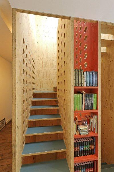 neo_leo - Blick in die Treppenhaus-Kassette