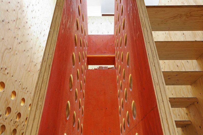 neo_leo - Detail der Treppen-Kassette