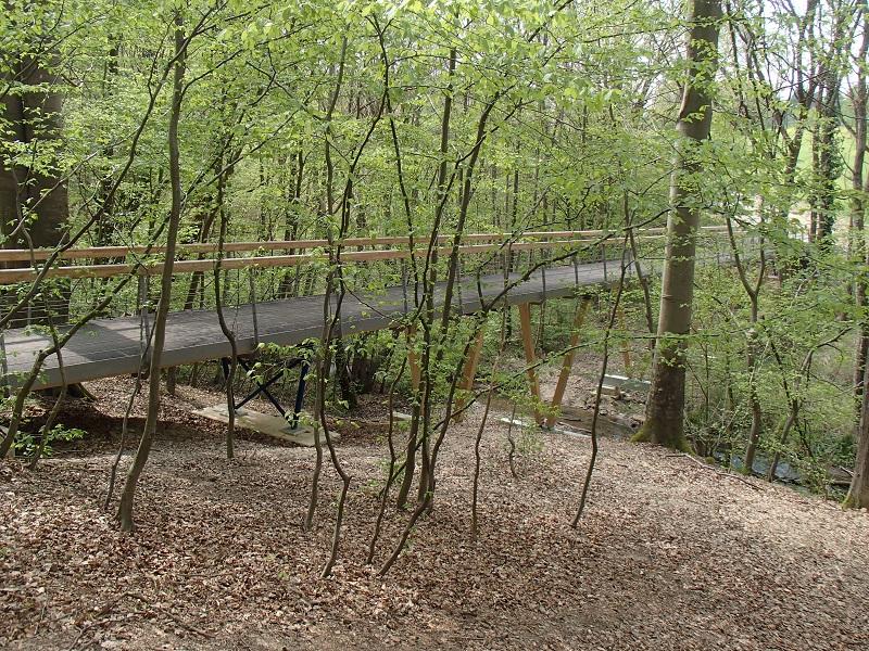 Tal unter der Brücke