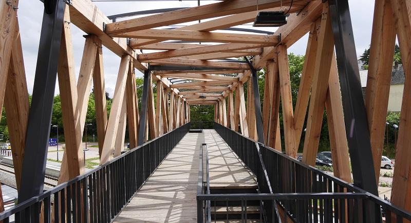 Blick durch die Brücke