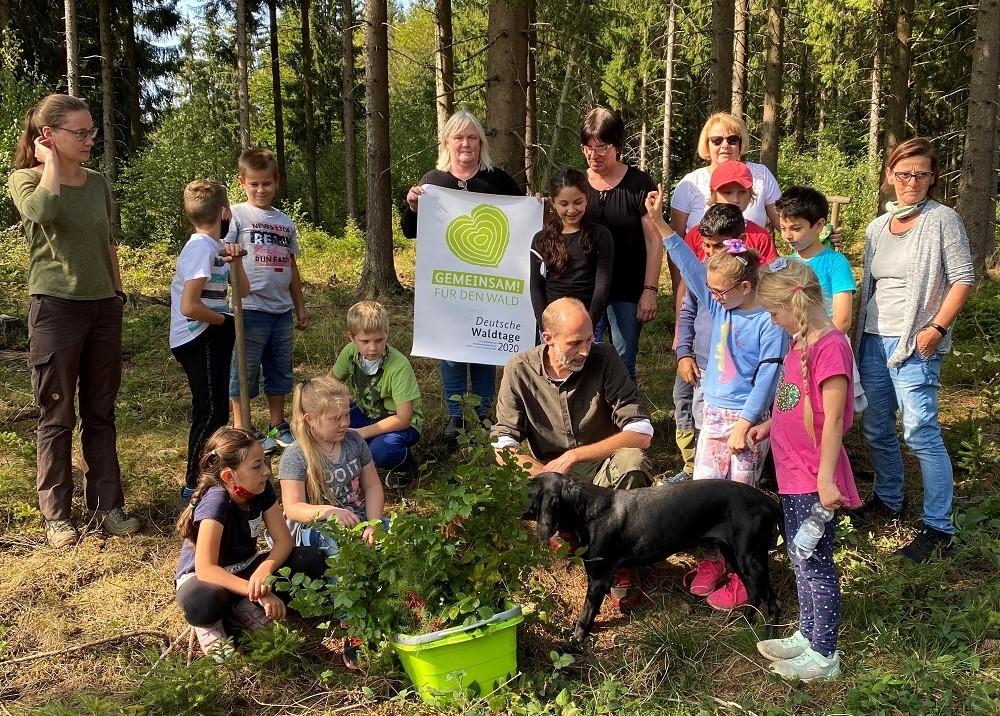 Kinder am Aktionstag im Wald