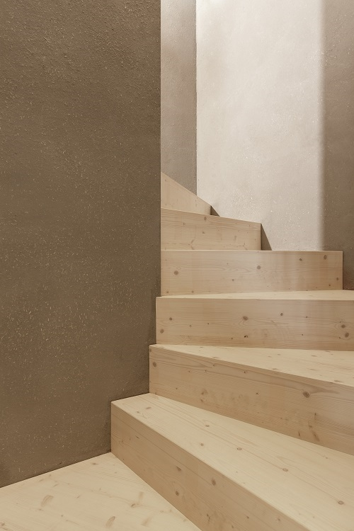 Treppe aus Massivholz