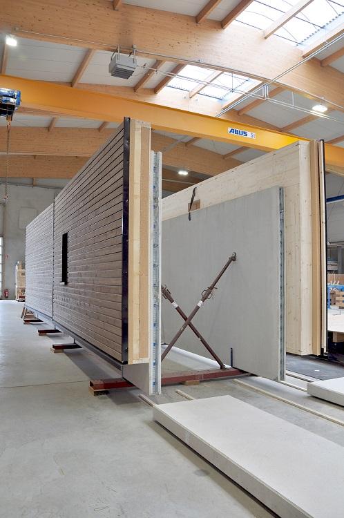 Hybridwand aus Holz und RC-Beton als Fassadenelement