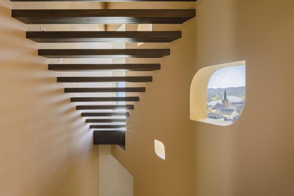 Treppenhaus mit Blick auf die Mosel