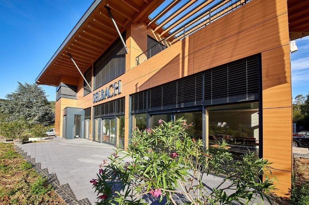 Holz-Ständerbauweise mit Trespa-Vorhangfassade