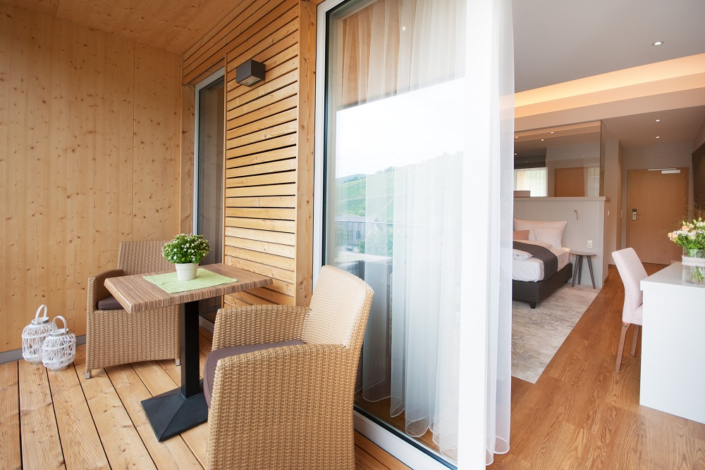Moselseitigen Balkone sind mit Brettsperrholzelementen hergestellt