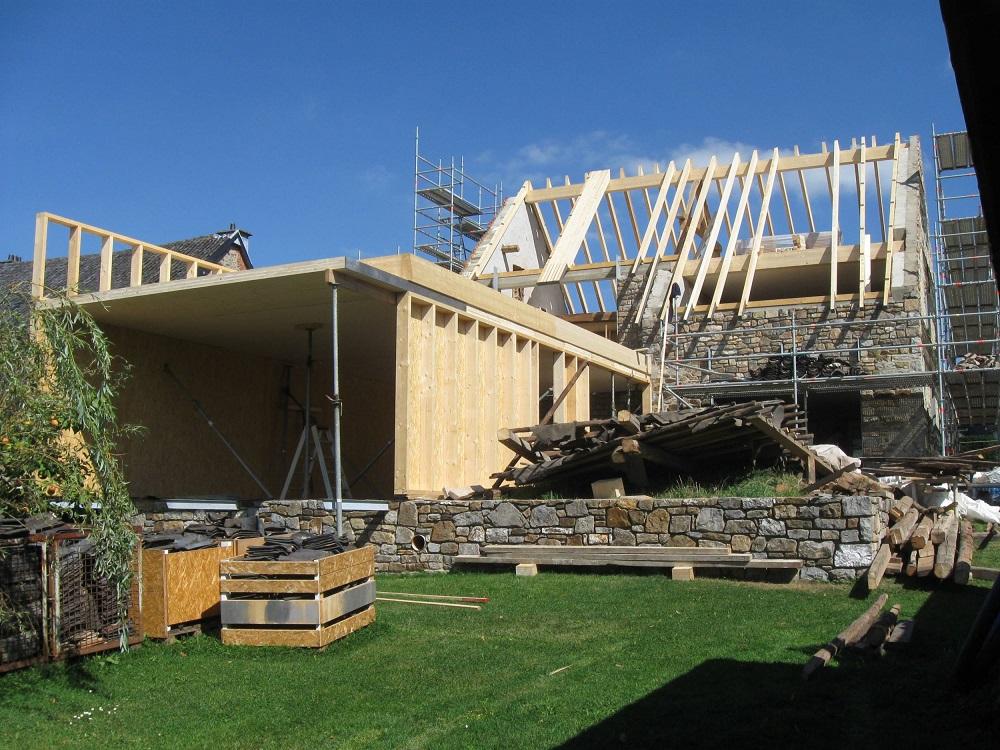 Erstellung Dachstuhl und Anbau