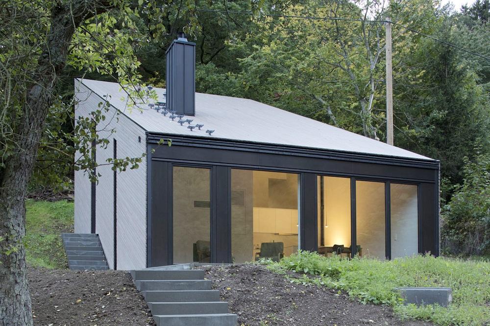 Fassaden- und Dachbekleidung aus einer Lärchenholzlattung